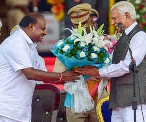 कुमारस्वामी ने ली मुख्यमंत्री पद की शपथ, कर्नाटक में जेडीएस-कांग्रेस की गठबंधन सरकार
