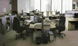 इस ऑफिस रूम में कितने लोग कर रहे हैं काम? बता दो तो जानें
