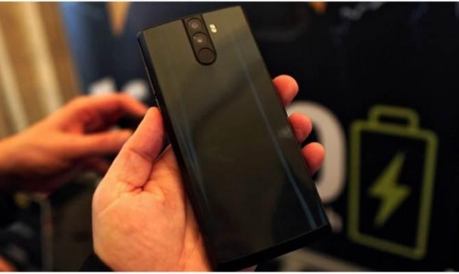 इस स्मार्टफोन में लगा है सचमुच का पावरबैंक,हाईटेक कैमरा और फीचर्स के साथ देगा 4 गुना बैट्री बैकअप