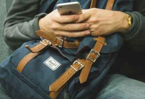 यूपी : बेवकूफ बनाकर छात्र से आईफोन ठग ले गया शातिर
