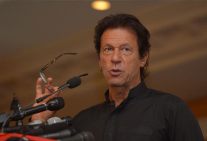 पाकिस्तान : फिजूलखर्ची पर बयानबाजी करने वाले इमरान खान, घर से पीएम हाउस तक जाने के लिए करतें हैं हेलिकॉप्टर का इस्तेमाल