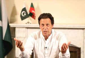 भारत को बातचीत का न्यौता दे विरोधियों के निशाने पर पाक पीएम इमरान खान