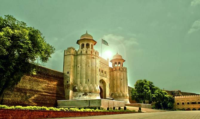 पाकिस्तान के ये सबसे खूबसूरत महल, कभी थे भारत की शान!