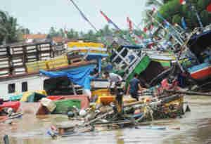 इंडोनेशिया में आई भयंकर सुनामी से अब तक 429 की मौत, हजारों लोग बेघर