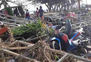 इंडोनेशिया में भूकंप के बाद आई सुनामी से 380 लोगों की मौत, 500 से अधिक घायल