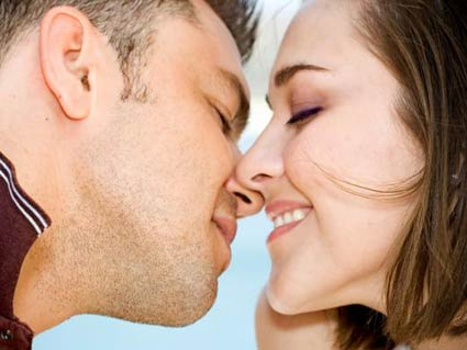 how to do a lip lock kiss