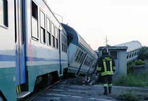 इटली में ट्रेन दुर्घटनाग्रस्त, 2 की मौत और कई यात्री घायल