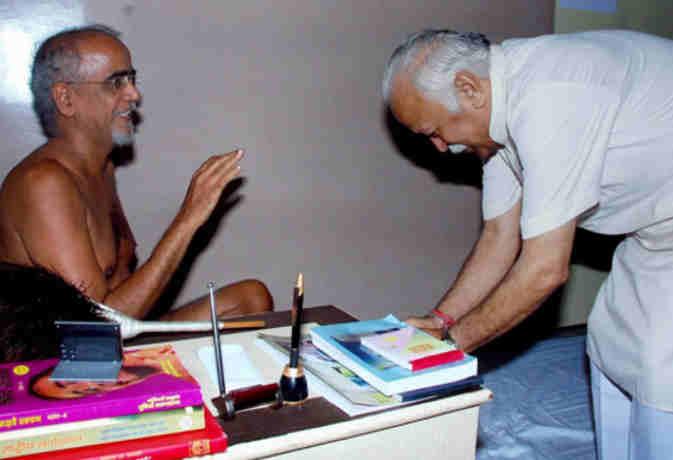 51 वर्ष की उम्र में जैन मुनि तरुण सागर महाराज का निधन, पीएम मोदी ने जताया शोक