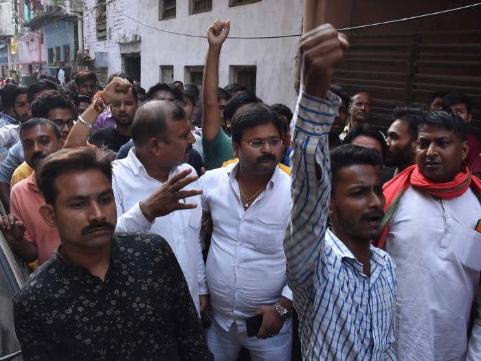 लखनऊ में हिंदू महासभा नेता कमलेश तिवारी की दिनदहाड़े नृशंस हत्या,थे isis के निशाने पर