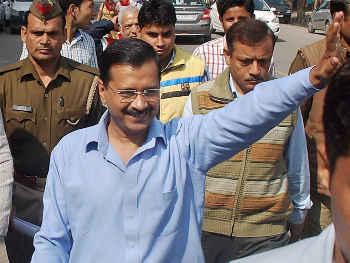 विधानसभा चुनाव से पहले दिल्ली की अनाधिकृत कॉलोनियों को मिल सकता तोहफा