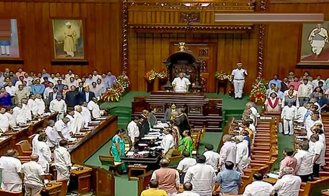karnataka floor test update: कर्नाटक में गिरी कुमारस्वामी की सरकार,99 के मुकाबले विपक्ष में पड़े 105 वोट