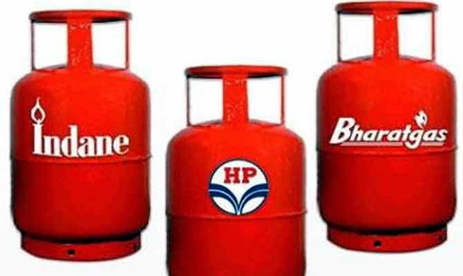 LPG सिलेंडर के दाम घटा नहीं सकते तो बढ़ाएं भी मत सरकार