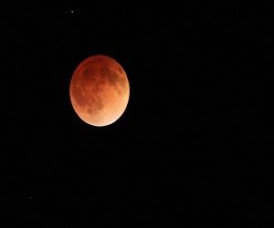 पूर्ण चन्द्रग्रहण आज, जानें मोक्ष का क्या है समय और कहां पड़ेगा प्रभाव