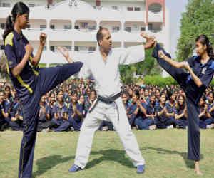राजधानी में सेल्फ डिफेंस के लिए मार्शल आर्ट्स सीख रही हैं गर्ल्स