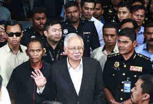 पूर्व मलेशियाई पीएम का छुपा खजाना हुआ जब्त, जान कर हैरान रह जायेंगे कीमत है करीब 1800 करोड़