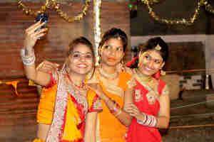 मेरठ : सुरक्षा को ध्यान में रखते हुए लागू हुआ नया कानून, अब पेरेंट्स के साथ ही बाहर जाएंगी लड़कियां