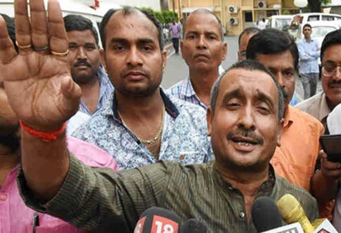 उन्नाव: बचाव में उतरीं विधायक कुलदीप सेंगर की पत्नी, दोनों ही पक्ष कर रहे निष्पक्ष जांच की मांग