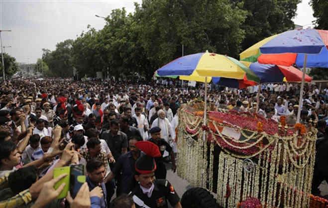 अनंत में विलीन हुए भारत रत्न अटल बिहारी वाजपेयी,बेटी ने दी मुखाग्नि