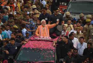 PM Narendra Modi Road show Live: बनारस में रोडशो के बाद गंगा आरती में शामिल हुए पीएम मोदी