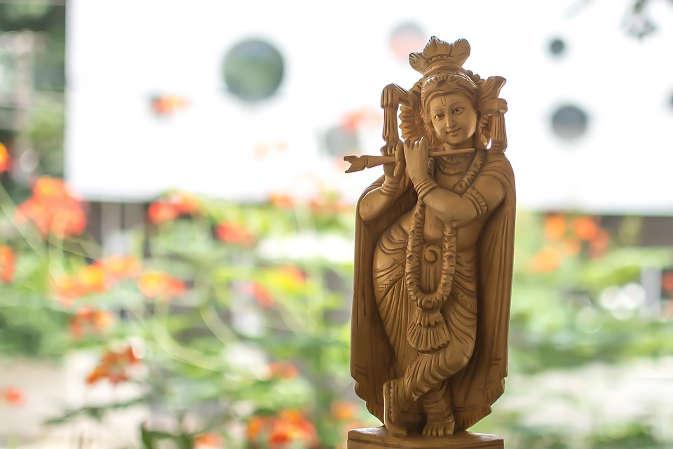 मुंबई में माखनचोर के जन्मदिन पर उनके मंदिर में हुई 50 लाख की चोरी