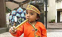 बेटे के 'कान्हा' बनने पर ख़ुश हैं नवाज़ुद्दीन सिद्दीकी