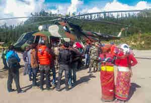 नेपाल में फंसे 250 से अधिक भारतीय तीर्थयात्रियों को निकाला गया, अब भी लगभग 1000 यात्री फंसे