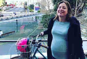 न्यूजीलैंड की प्रेग्नेंट मिनिस्टर प्रसव के लिए खुद साइकिल चलाकर पहुंची अस्पताल