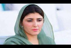 पाकिस्तान में महिला सांसद पर फेंके गए अंडे-टमाटर, इन नेताओं पर चले जूते, फेंकी गई स्याही
