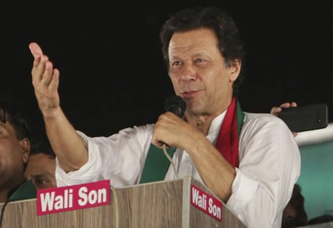 पाक चुनाव : सभी सर्वे इमरान खान के पक्ष में, अबकी बन सकते हैं प्रधानमंत्री