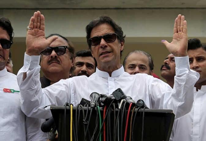 पाकिस्तान चुनाव : इमरान खान 119 सीटों पर आगे, पीटीआई बन सकती है सबसे बड़ी पार्टी