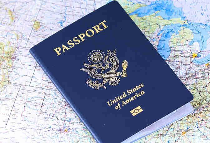 दुनिया में इस देश के नागरिकों के पास है सबसे शक्तिशाली पासपोर्ट