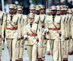 सिंगापुर में गर्मी के कारण बदली है पुलिस की वर्दी, पर भारतीय पुलिस की खाकी वर्दी के पीछे छिपा है यह राज!