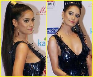 मिस इंडिया 2018 के रेड कारपेट पर सुपर हॉट ड्रेस में यूं नजर आईं पूनम पांडे, ऐसा लुक दिखेगा कहां?