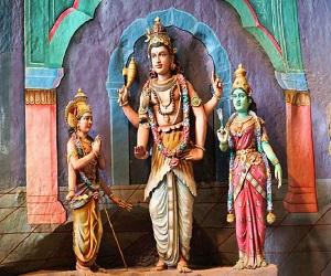 अगर आप भी ऐसी प्रार्थना करते हैं तो छोड़ दें, स्वामी विवेकानंद के शब्दों में जानें प्रार्थना का अर्थ