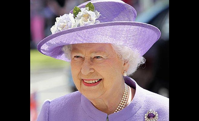 महारानी एलिजाबेथ के पास नहीं है पासपोर्ट,जानें उनके बारे में ऐसे ही अनजान तथ्य