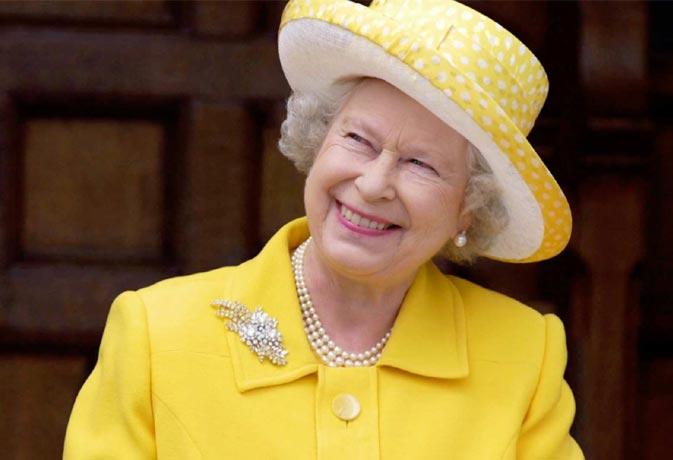 महारानी एलिजाबेथ के पास नहीं है पासपोर्ट, जानें उनके बारे में ऐसे ही अनजान तथ्य