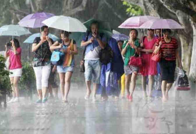 थम सकती है रफ्तार लेकिन यूपी समेत इन राज्यों को अभी नहीं मिलेगी राहत, जानें आज बारिश का हाल