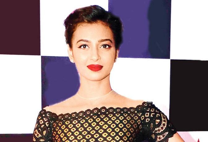 'घोल' का ट्रेलर रिलीज, अगल अंदाज में दिख रहीं राधिका