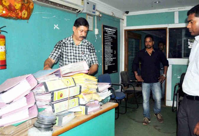 रांची : करोड़ों रुपये के हेराफेरी को लेकर 38 एनजीओ में छापा