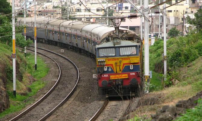 गंदगी में रेलवे का सफर है सुहाना - सुहाना