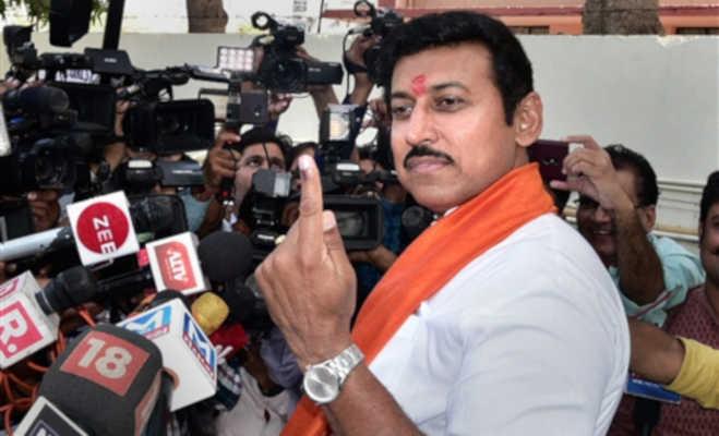 lok sabha elections 2019 5th phase : राजनाथ सिंह और मायावती समेत कई दिग्गजों ने डाले वोट और दिखाए निशान,देखें तस्वीरें
