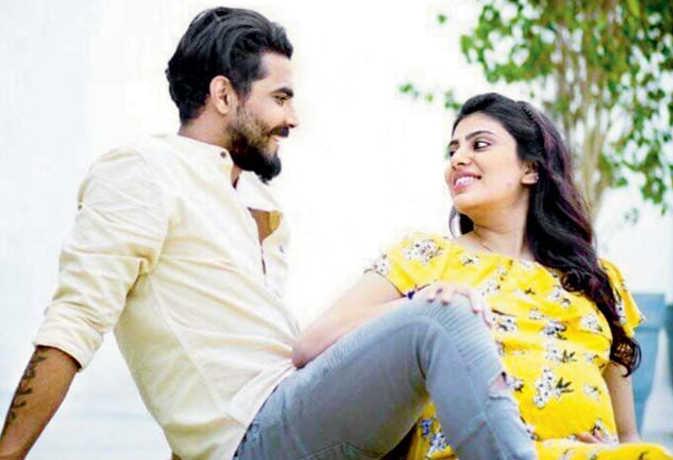 मामूली कार दुर्घटना के चलते पुलिस कांस्टेबल ने की रवींद्र जडेजा की पत्नी से मारपीट