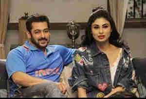 पहले अक्षय कुमार की 'गोल्ड' हथियाई अब 'दबंग 3' में सलमान संग नागिन मौनी रॉय करेंगी रोमांस