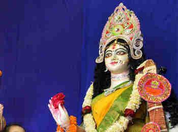 Happy Basant Panchami 2020 Saraswati Puja Songs: लता मंगेशकर की गाई सरस्वती वंदना सहित इन गीतों से करें मां सरस्वती का ध्यान