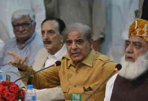 पाकिस्तान : 1400 करोड़ के घोटाले में जांच के लिए नवाज शरीफ के भाई को 10 दिन की रिमांड