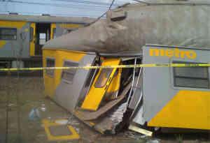 साउथ अफ्रीका में टक्कर के बाद ट्रेन दुर्घटनाग्रस्त, 320 लोग घायल