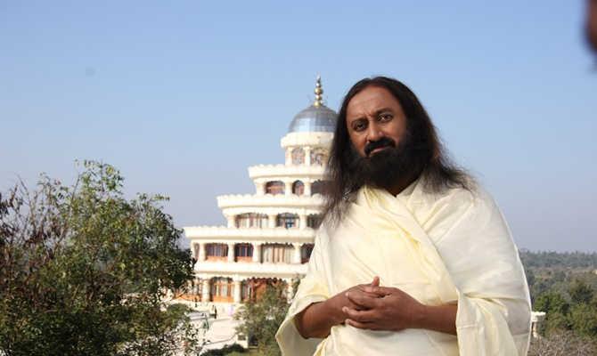 दिवाली में प्रज्ज्वलित करें ज्ञान और प्रेम का दीपक - श्री श्री रविशंकर