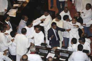 श्रीलंका राजनीतिक संकट : संसद में बवाल, सदस्यों के बीच हुई जमकर मारपीट और स्पीकर पर भी हमला