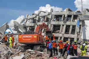 इंडोनेशिया में भूकंप और सुनामी से अब तक 1,234 लोगों की मौत