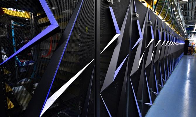चीन को पीछे छोड़ अमरीका ने बनाया दुनिया का फास्टेस्ट सुपर कंप्यूटर, दो टेनिस कोर्ट के बराबर है आकार